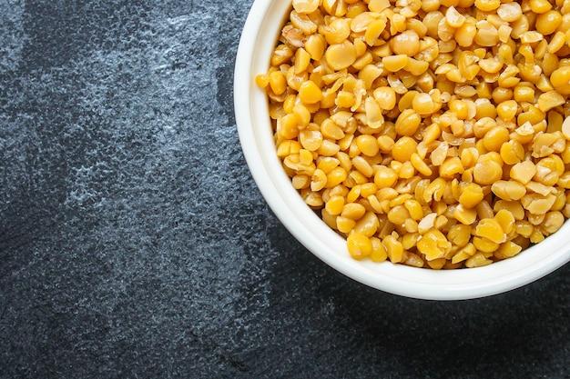 Sucha żółta groch gotowana owsianka