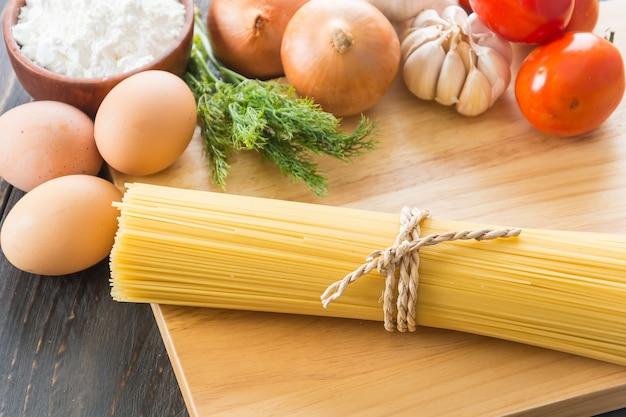 Suche makarony spaghetti ze składnikiem