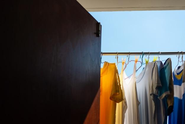 Suche ubrania na słońcu