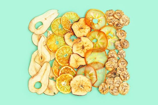 Suchy plaster owoce jabłko banan persimmon mandarynka gruszka