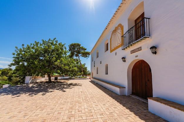 Sueca hiszpania pustelnia świętych biały mały budynek na szczycie wzgórza miejsce o