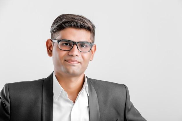 Sukces indyjskiego biznesmena w garniturze