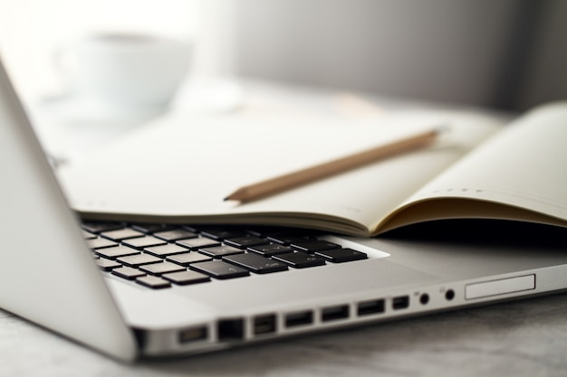 Sukces komputerowy gadżet cyfrowy zamknij