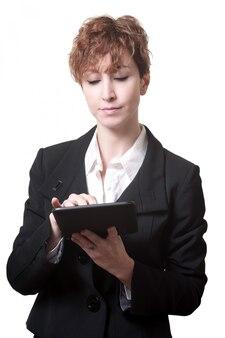 Sukces krótkie włosy biznes kobieta za pomocą tabletu