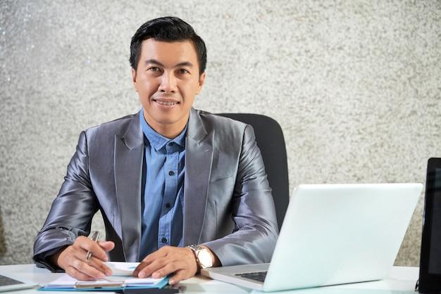 Sukces lidera pracującego w biurze