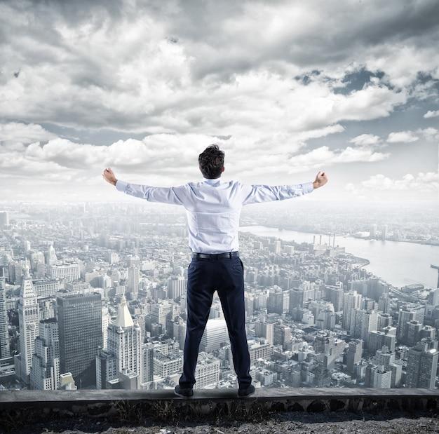 Sukcesy biznesmen na szczycie kariery biznesowej