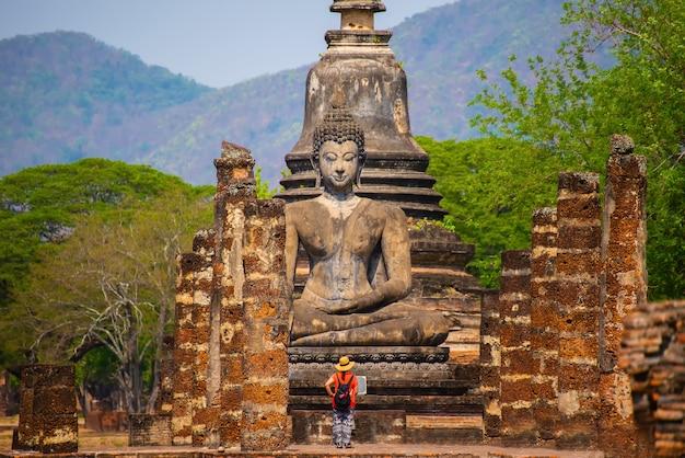 Sukhothai wat mahathat buddha statuy przy wata mahathat antycznym kapitałem sukhothai tajlandia
