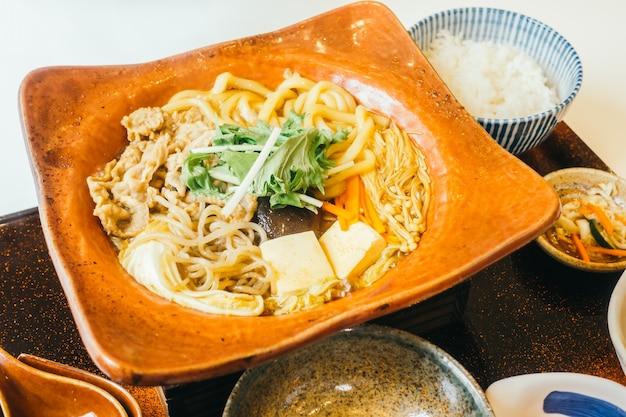 Suki makaron w gorącej płycie z ryżem