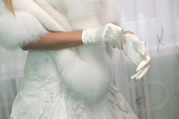Sukienka panny młodej rękawiczki ślubne