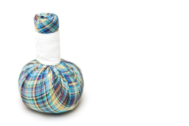 Sukienna ziołowa masaż torba na białym tle