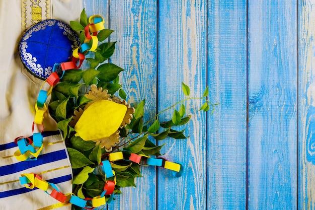 Sukkot w etrog żółty cytron tradycyjnych symboli religii żydowskiego święta