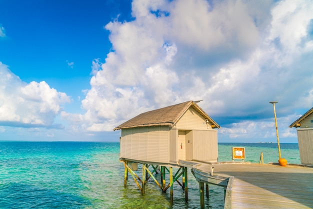 Sunrise bungalow malediwy atoll słońce