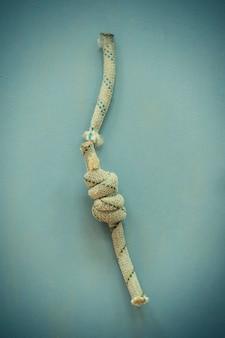 Supeł na sznurku (zdjęcie w stylu retro).