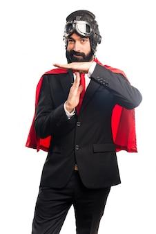 Super bohater biznesmen podejmowania czasu na gesty