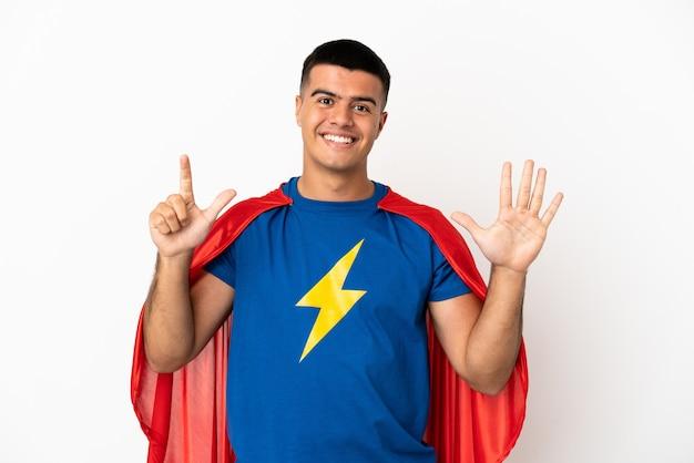 Super bohater na białym tle, licząc siedem palcami