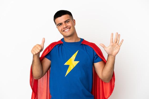 Super bohater na białym tle, licząc sześć palcami