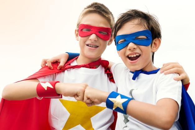 Superbohaterowie chłopcy przyjaciele brat buddy koncepcja