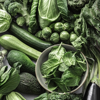 Superfood tło z zielonymi warzywami