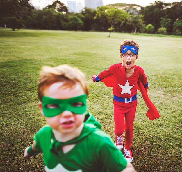 Superhero dzieci aspiracja wyobraźnia zabawny koncepcja