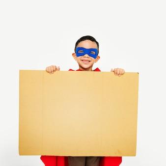 Superhero wyobraźni pojęcie szczęścia szczęście chłopca
