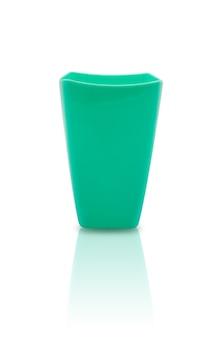 Surf zielony plastikowy kubek na białym tle