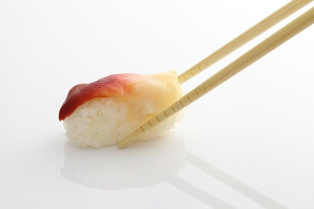 Surfuj sushi z małżami