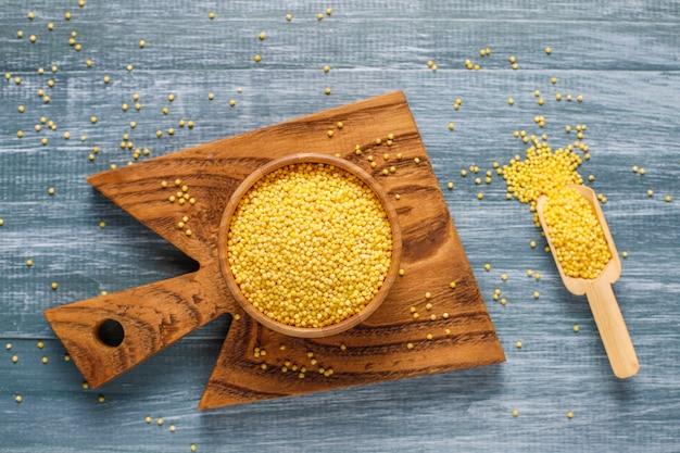 Surowa Organicznie Zdrowa Proso, Widok Z Góry Premium Zdjęcia