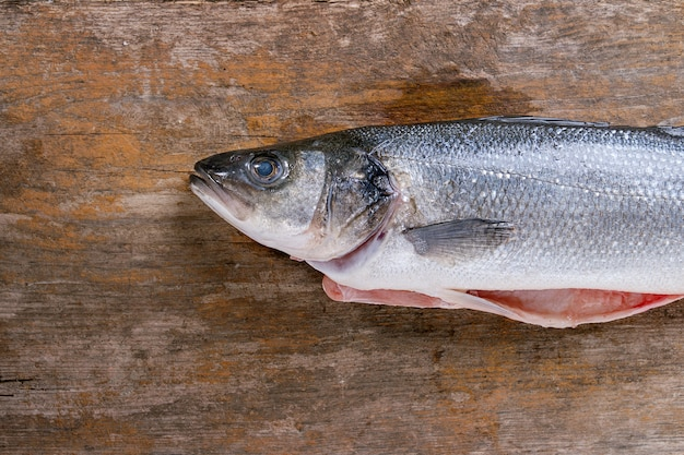 Surowa ryba morska
