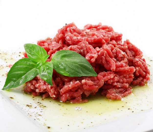 Surowa wołowina gotowa na kamień nazębny