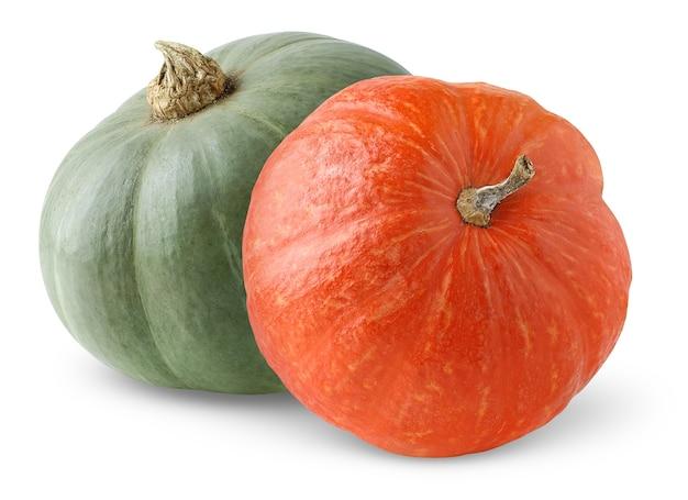 Surowe dynie pomarańczowe i zielone izolowane na białej powierzchni