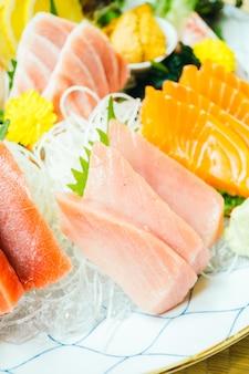 Surowe i świeże mięso rybne sashimi