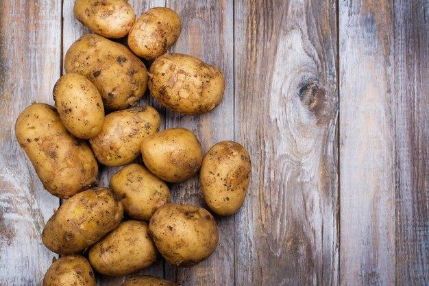 Surowe młode ziemniaki