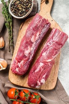 Surowe polędwiczki wieprzowe świeże mięso