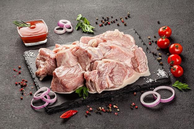 Surowe produkty mięsne różne części ciała