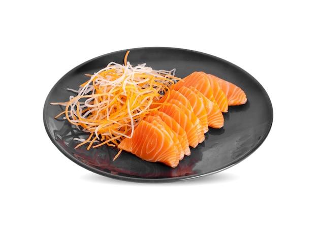 Surowe sashimi z łososia na białym tle