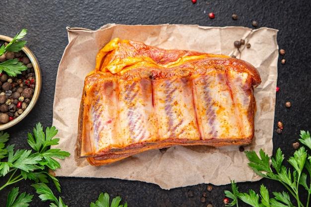 Surowe żeberka świeże mięso wieprzowe przyprawa papryka posiłek przekąska na stole kopia przestrzeń jedzenie tło rustykalny