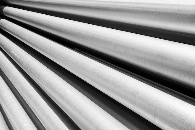 Surowiec aluminiowy w postaci długich rurek