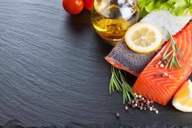 Surowy filet z łososia