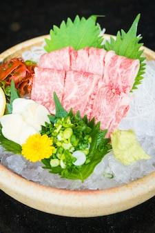 Surowy i świeży matsusaka wołowiny sashimi