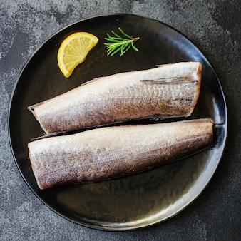 Surowy morszczuk z ryb