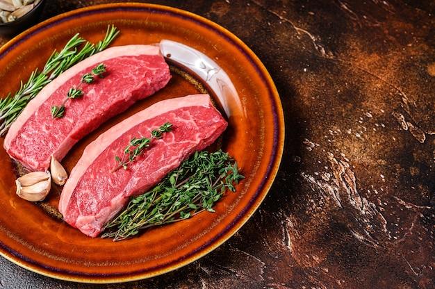 Surowy rumsztyk lub stek z brazylijskiej wołowiny picanha