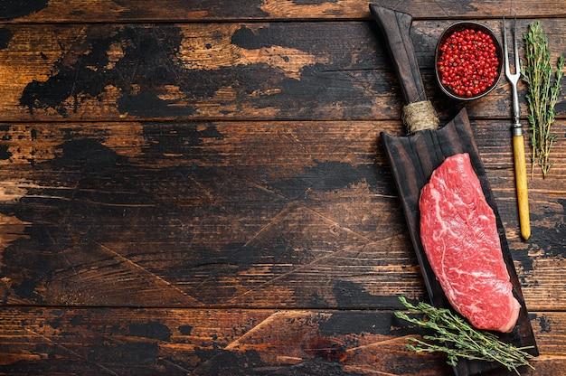 Surowy stek rump, mięso wołowe.