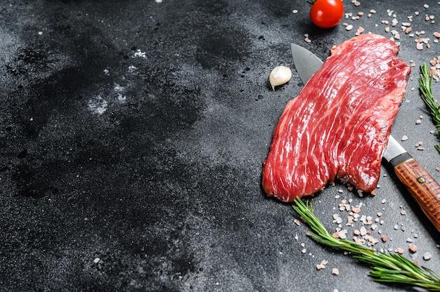 Surowy stek z flanki czarny angus