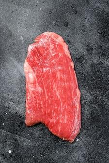 Surowy stek z flanki