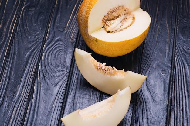 Surowy żółty melon