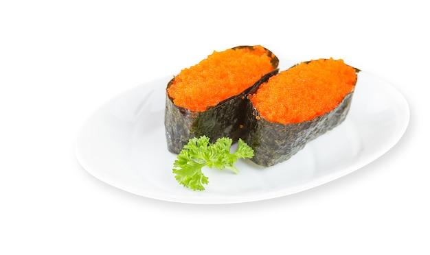 Sushi ebiko na białym tle w tle