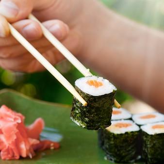 Sushi japońskie owoce morza