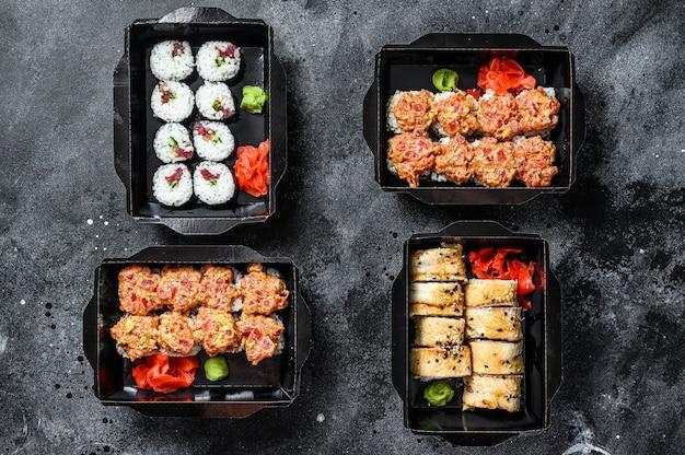 Sushi w opakowaniu z dostawą, zamawiane w restauracji sushi na wynos