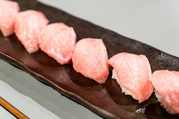 Sushi z tuńczyka lub sushi otoro