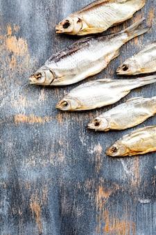 Suszona solona ryba vobla. letnia przekąska na imprezę.